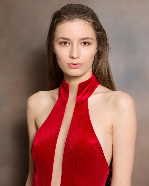 Kandydatka nr 1: Nina Ampulska, 18 lat, Ostrołęka