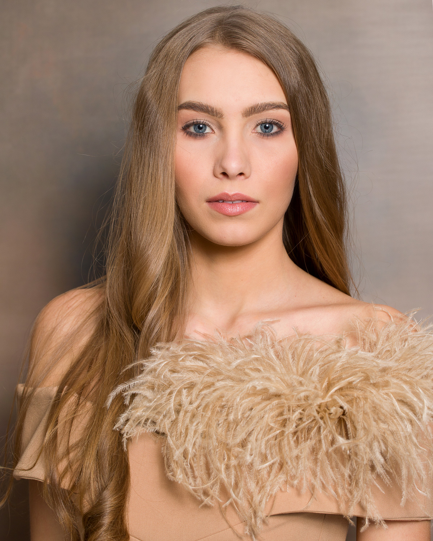 Kandydatka nr 22: Laura Wycichowska, 21 lat, Ciosaniec