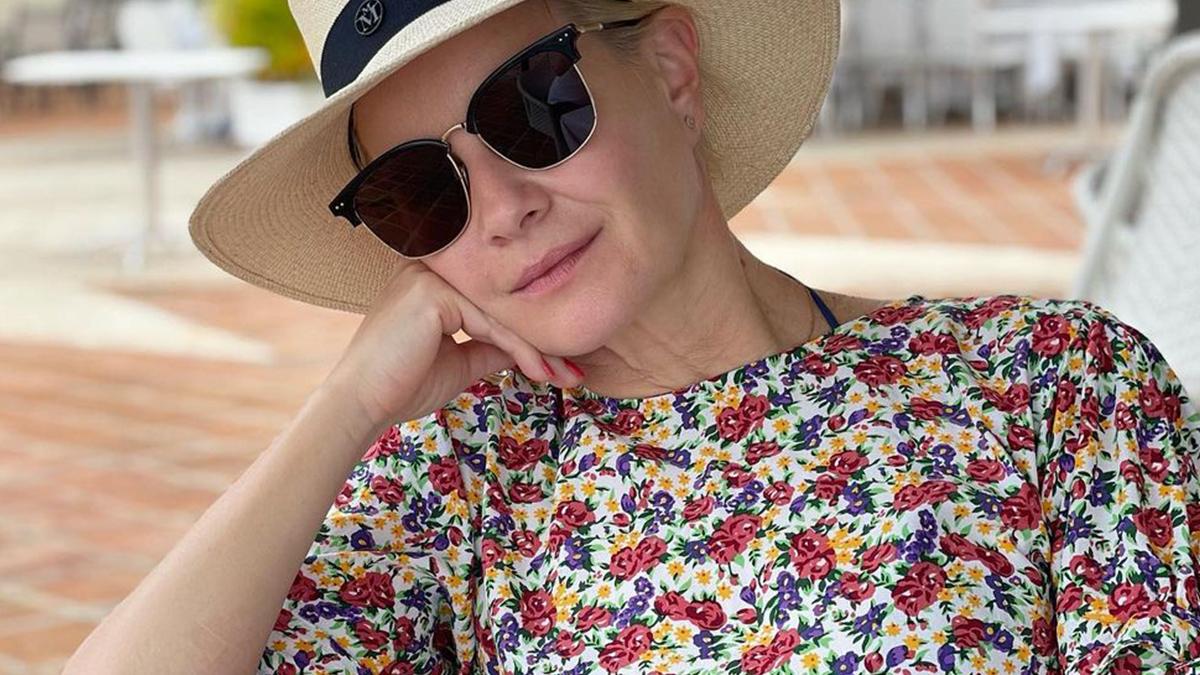 Małgorzata Kożuchowska na plaży w masce