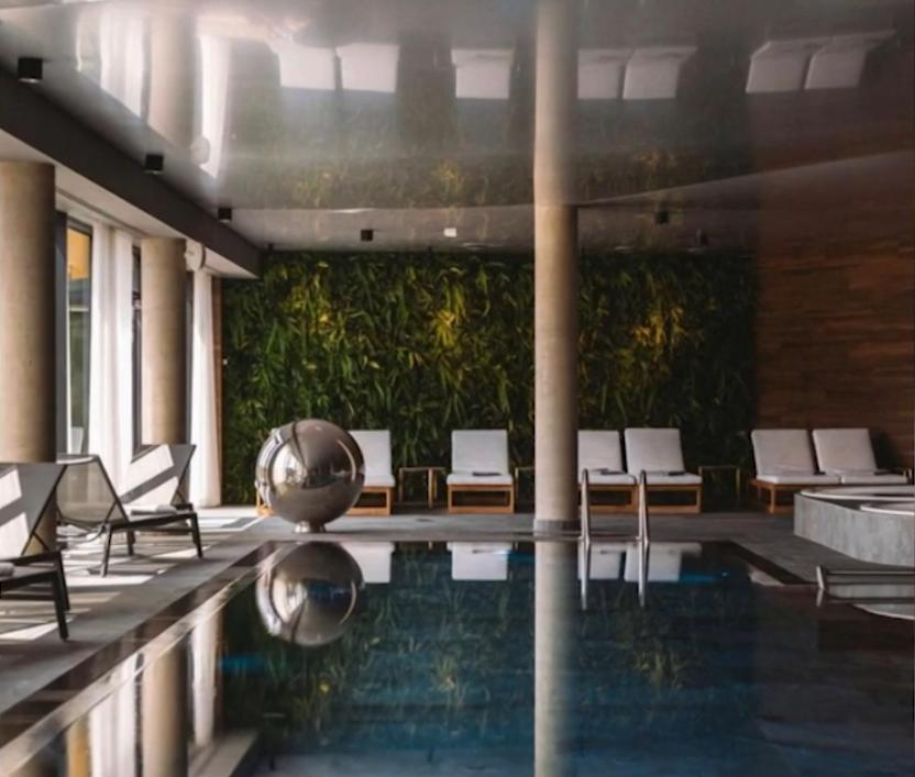 Zdjęcie (5) Kasia Sokołowska pokazała nowy dom i opowiedziała o partnerze. Para mieszka w luksusowej posiadłości z basenem