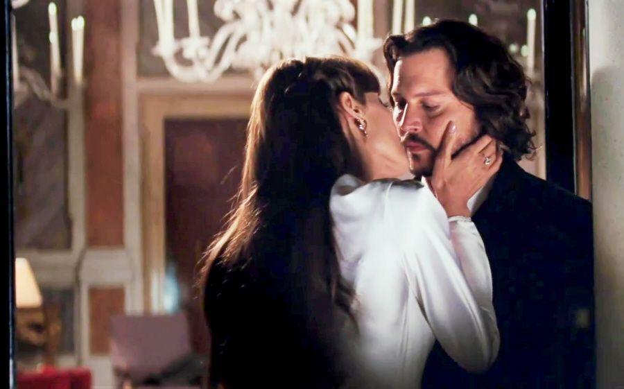 Johnny Deep całuje się z Angeliną Jolie