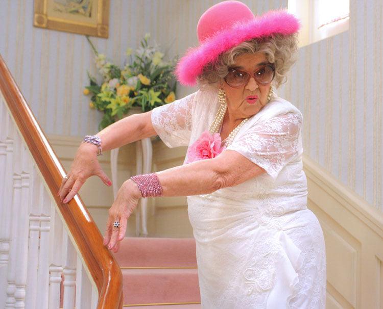 Zdjęcie (2) Agnieszka Dygant w pięknych słowach pożegnała serialową babcię Apolonię. Widać, że łączyła je szczególna więź