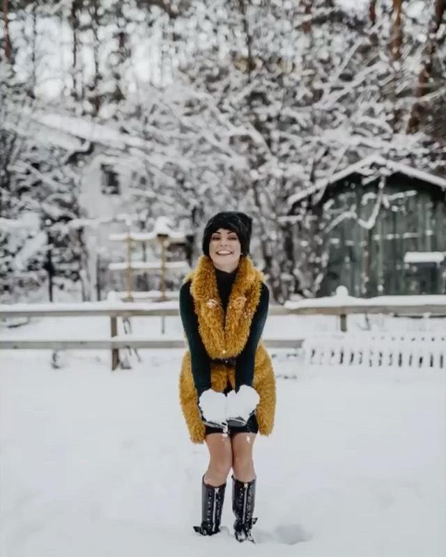 """Zdjęcie (2) Dorota Gardias ledwo pokonała koronawirusa, już szaleje na śniegu. Fani są zaniepokojeni: """"Nie jest Pani za zimno?"""""""