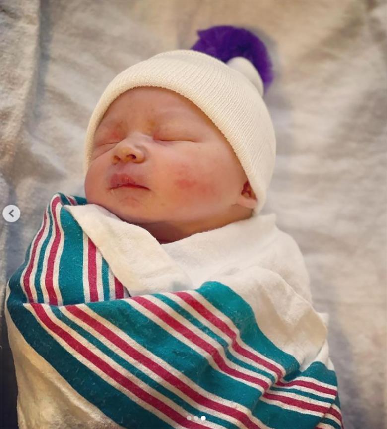 Zdjęcie (3) Córka Grzegorza Ciechowskiego urodziła. Pokazała pierwsze zdjęcia dziecka. Jest też wzruszający hołd dla jej legendarnego ojca