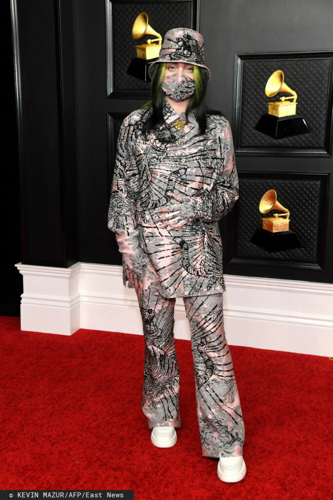 Billie Eilish – Grammy 2021, kreacja: Gucci