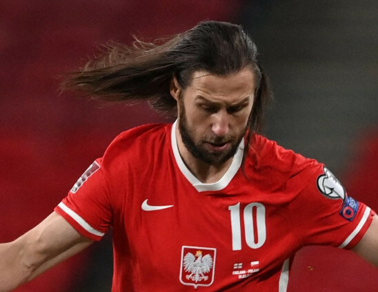 Grzegorz Krychowiak w długich włosach