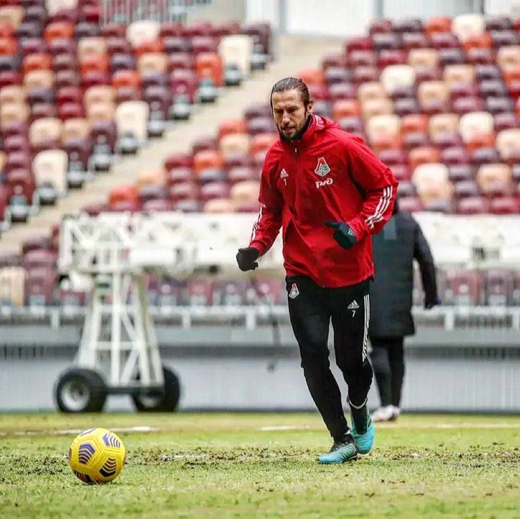Zdjęcie (4) Grzegorz Krychowiak zaskoczył fryzurą w meczu Polska-Anglia. Fanów zamurowało, a potem… Ciekawe porównanie