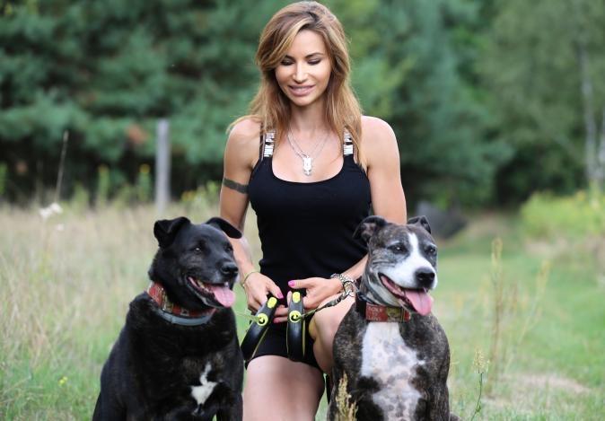 Zdjęcie (6) Gwiazdy pomagają zbierać karmę dla schroniska. Anna Samusionek, Sylwia Madeńska, Marietta Witkowska