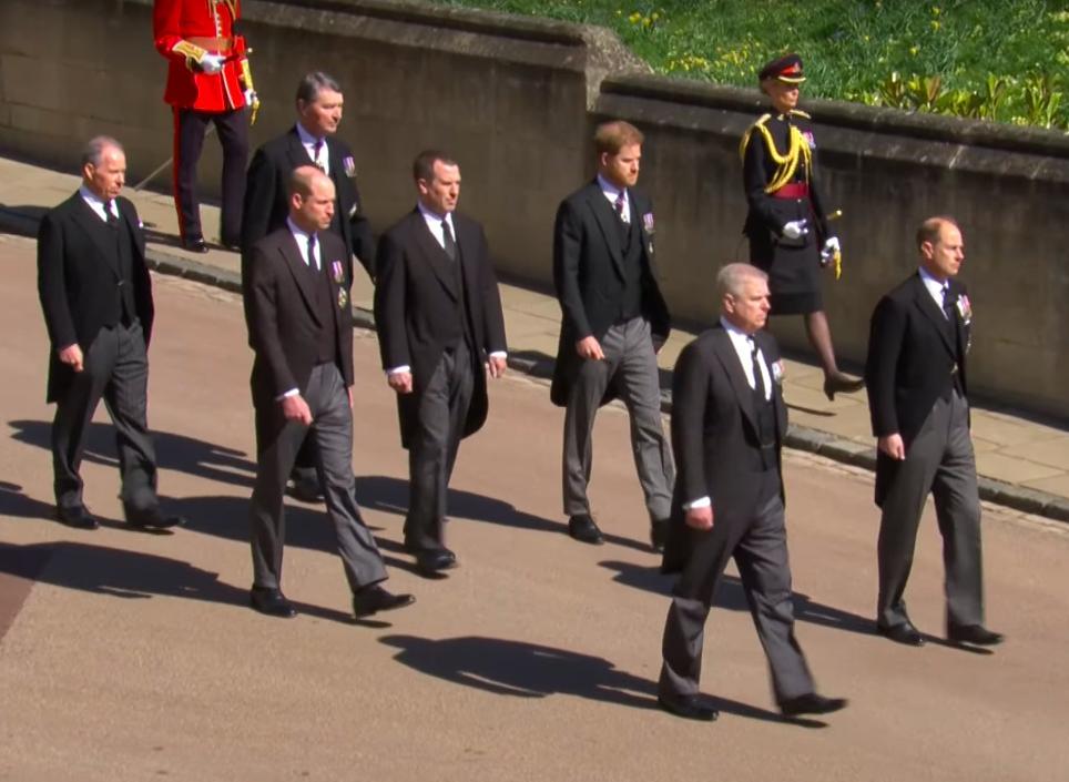 Zdjęcie (5) Pogrzeb księcia Filipa. Meghan Markle nie tylko przesłała pokaźny wieniec, ale także zdobyła się na piękny gest. Wzruszające!
