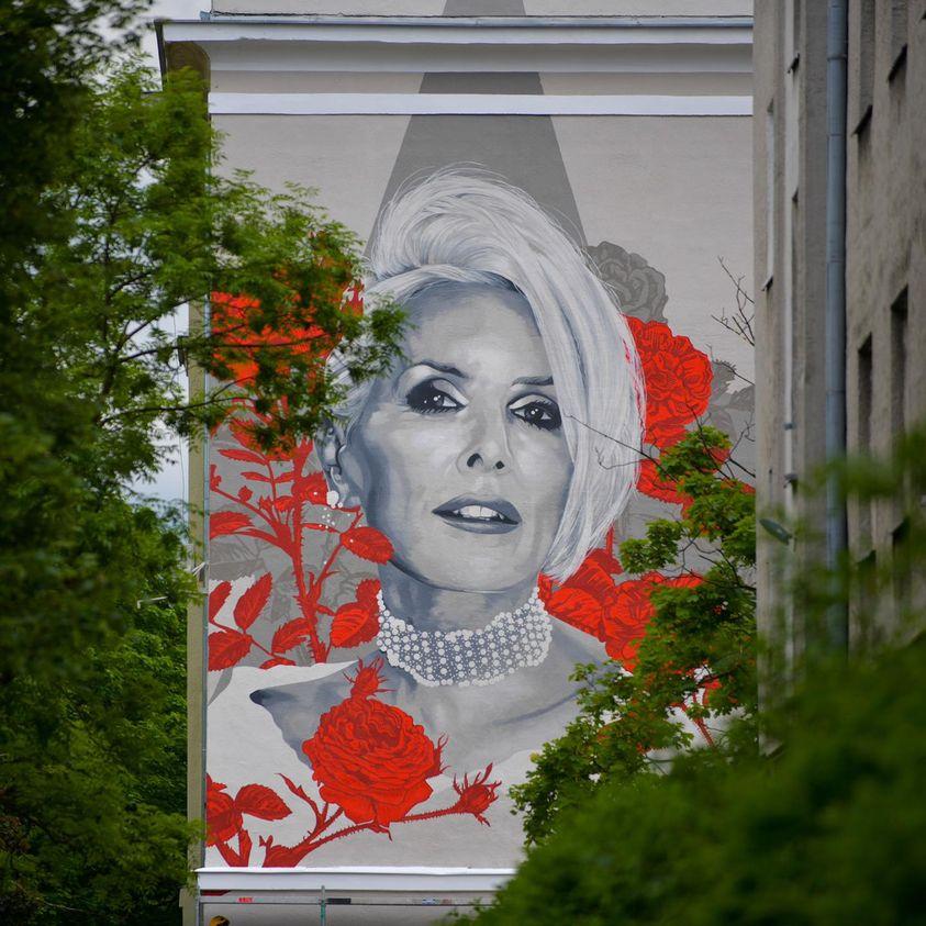 Mural upamiętniający korę