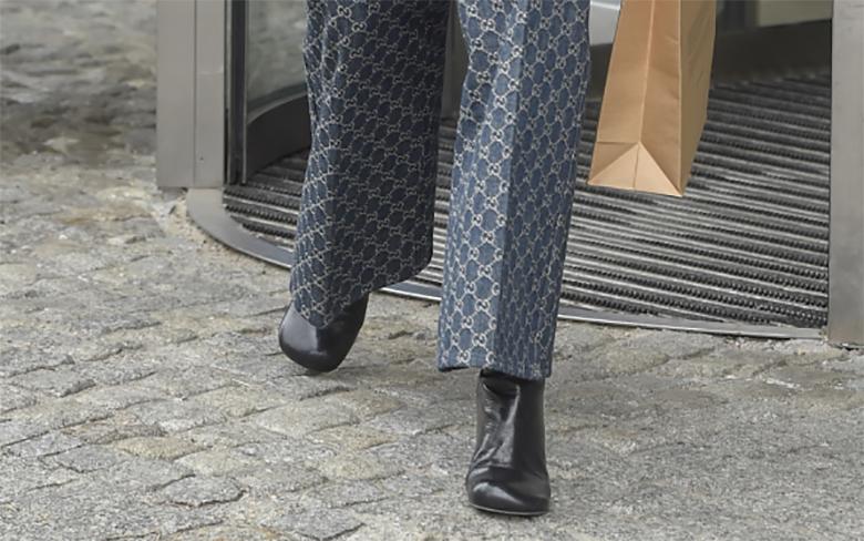 Zdjęcie (4) Tak klasycznie ubranej Agnieszki Woźniak-Starak dawno nie widzieliśmy. Skórzany płaszcz eksponuje wąską talię