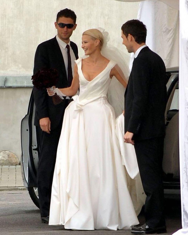 Małgorzata Kożuchowska w sukni ślubnej i z oryginalnym bukietem