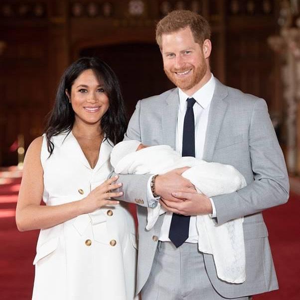 Królowa Elżbieta II uczciła 2. urodziny Archiego