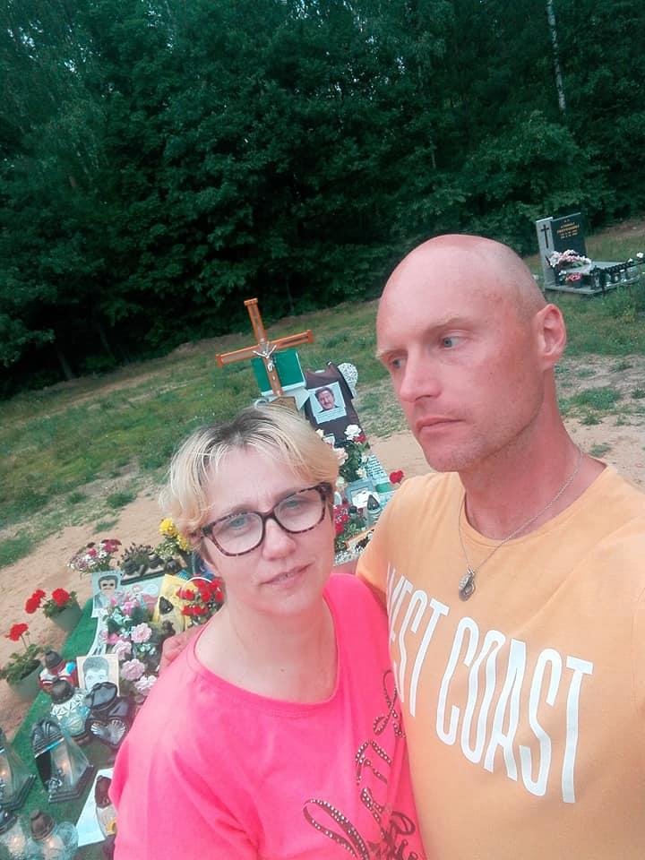 Krzysztof Krawczyk odwiedził grób ojca. Towarzyszyła mu nowa partnerka