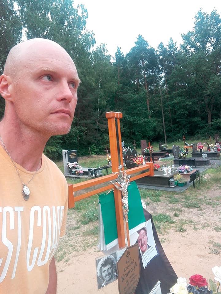 Krzysztof Krawczyk odwiedził grób ojca