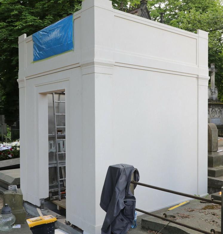Zdjęcie (3) Tak będzie wyglądał grób Piotra Woźniaka-Staraka. Miejsce spoczynku producenta w remoncie. Zdjęcia paparazzi