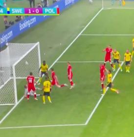 Euro 2020: Polska-Szwecja, kontrowersje wokół braku reakcji sędziego