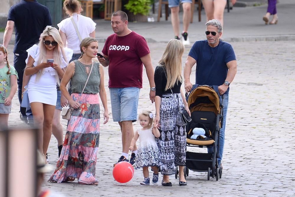 Joanna Krupa z rodziną na Starówce