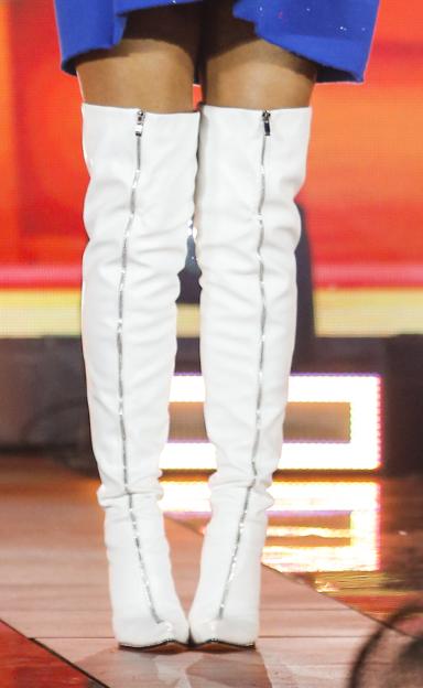 Zdjęcie (10) Edyta Górniak w dwóch stylizacjach rozniosła scenę TVP. Jej wielkie buty będą śnić się po nocach. Coś niezwykłego
