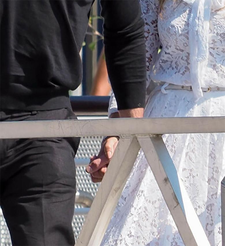 Zdjęcie (2) J.Lo i Ben Affleck szaleją w Wenecji. Paparazzi zrobili im całą serię romantycznych zdjęć. W wodnym taxi było najciekawiej